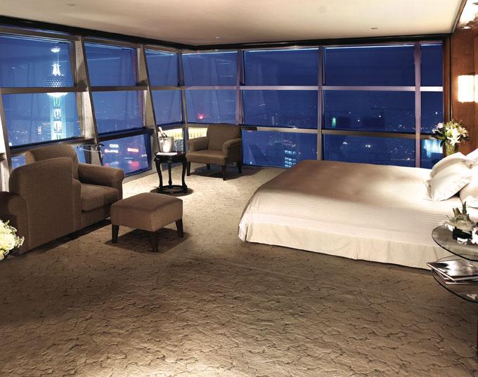 Andaz Shanghai China Restaurant bedroom suite