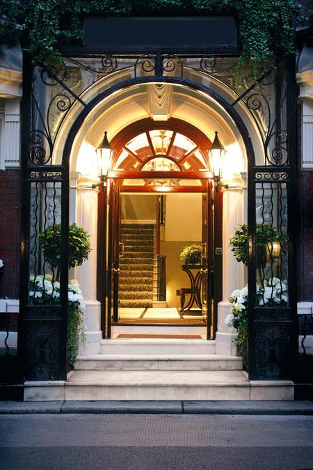 dukes hotel restaurant london mayfair entrance.jpg