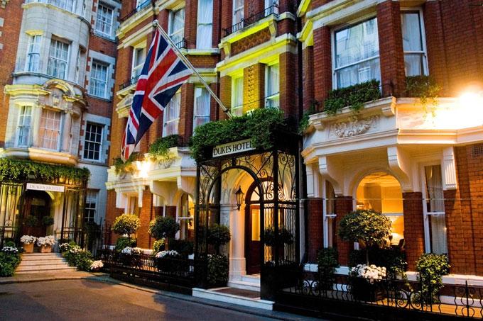 dukes hotel restaurant london mayfair exterior