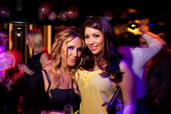 the valmont private members club chelsea forget me not fridays blonde and brunette girl in dancefloor london nightlife photos
