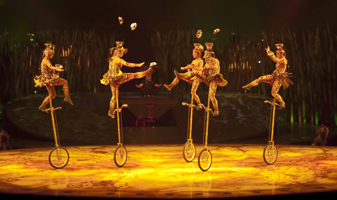 Cirque du Soleil Totem 2012 Tapis Rouge The Royal Albert Hall Monocycles Daniel Des marais.jpg