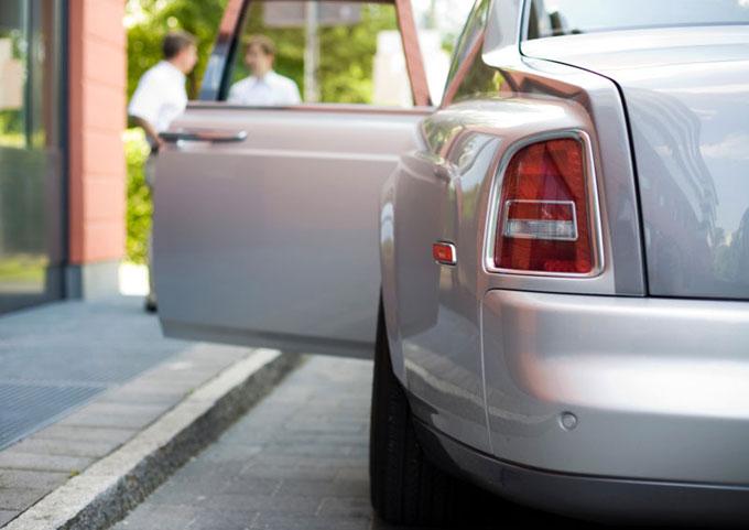 Puzsol concierge Rolls Royce chauffeur image