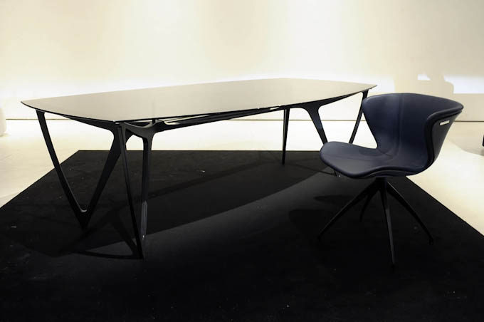 Picture of Mercedes-Benz Style table and chair