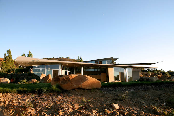 Malibu Wing House built from the parts of a Boeing aeroplane