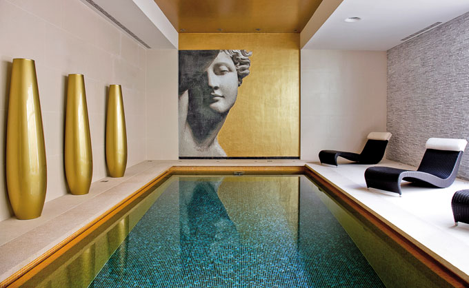 Art Wellness Spa small indoor pool