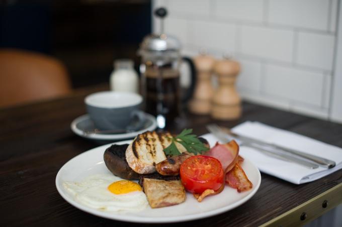 Apero Restaurant at The Ampersand Hotel in London: Full English Breakfast