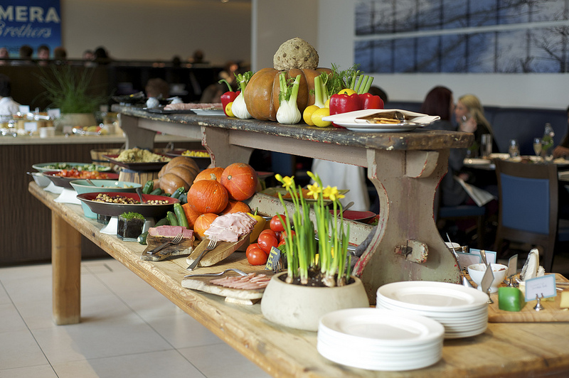 weekend brunch at cookbook cafe at the intercontinental london