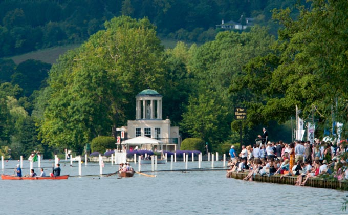 Henley Champagne and Cocktail Club boat race