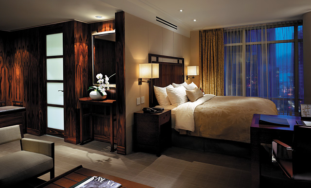 Shangri-La Vancouver Bedroom