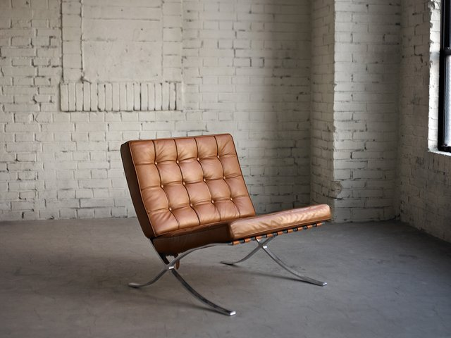 Interior essentials van der rohe 39 s barcelona chair for Industrial design chair