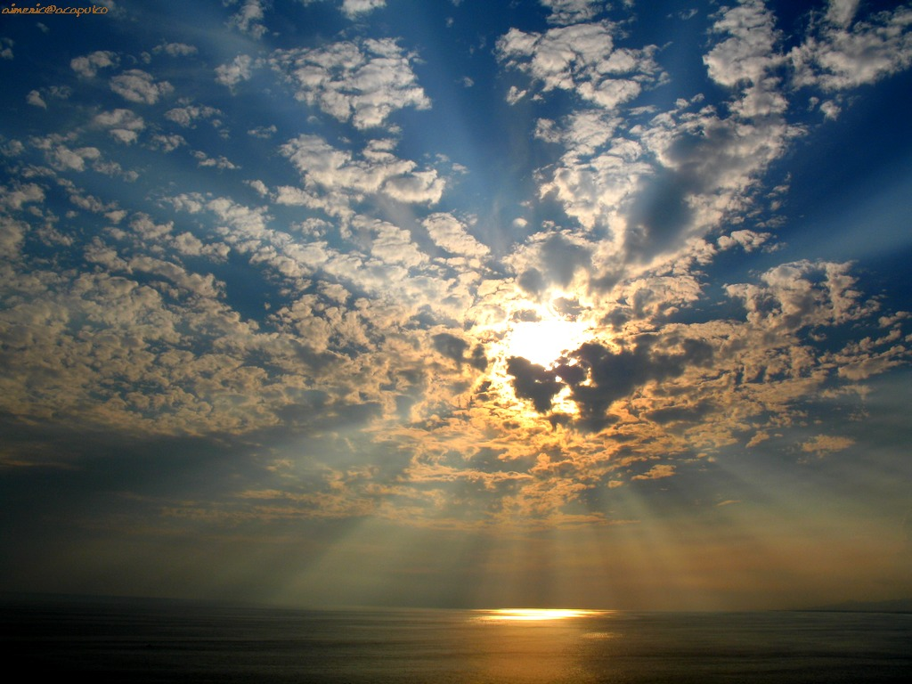 Sunshine_behind_Clouds_Wallpaper__yvt2
